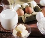 Backzutaten: Milch, Eier und Butter
